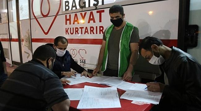 Afganlı ve Suriyeli vatandaşlardan kan bağışı