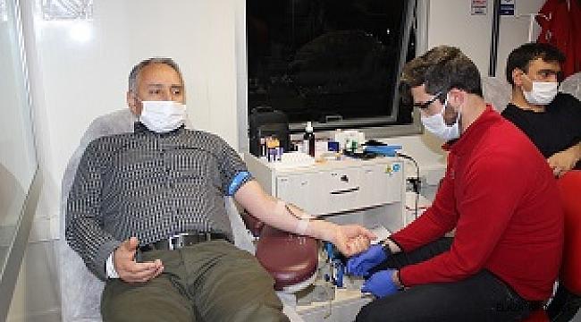 Elazığda eğitimcilerden kan bağışı