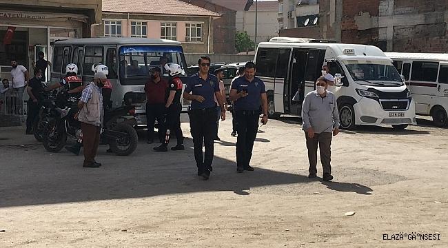 Elazığ'da bıçaklı kavga: Baba ile oğlu yaralandı