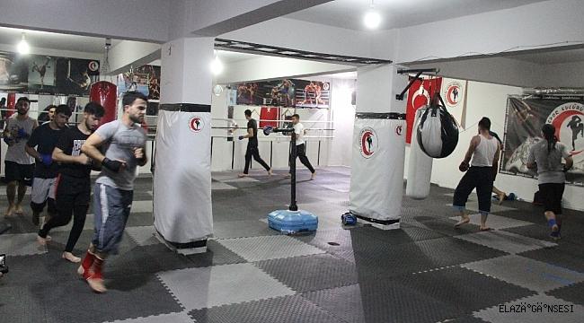 """Kick boksçular, """"DAN"""" sınavlarına hazırlanıyor"""