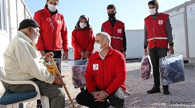 Elazığlı depremzedelere kış öncesi Kızılay'dan battaniye desteği