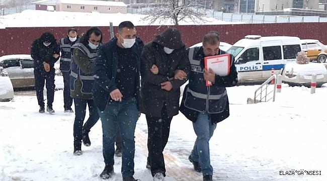 Eve giren hırsızlar ne bulursa çaldı ama yakalanmaktan kurtulamadı