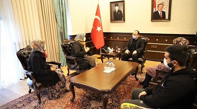 Cumhurbaşkanından talepte bulunan kadınları, vali misafir etti
