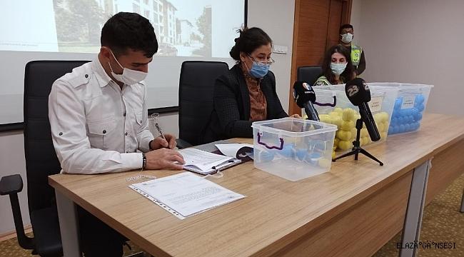 Elazığ'da 167 hak sahibi kurayla evlerine kavuştu
