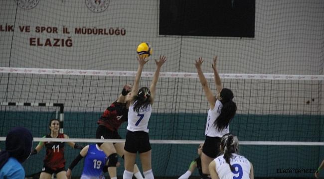 Voleybol 2. Lig: Elazığ Belediyesi Voleybol: 3 - Van Büyükşehir Belediye Gençlikspor: 2