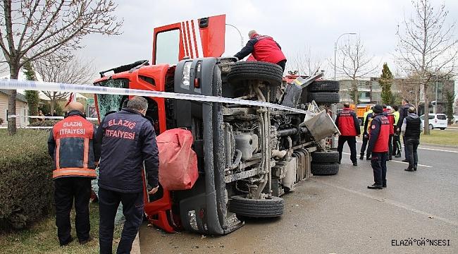 Elazığ'da itfaiye aracı ile otomobil çarpıştı: 7 yaralı
