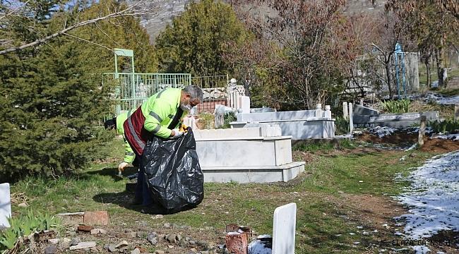 Elazığ'ın mahalle mezarlıklarında kapsamlı temizlik