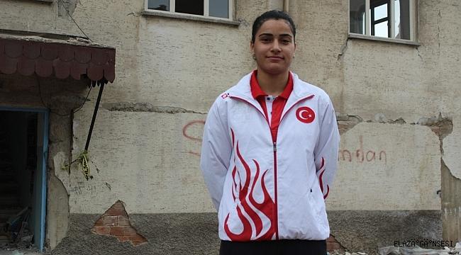 Milli badmintoncu Aliye, Elazığ Belediyespor'da