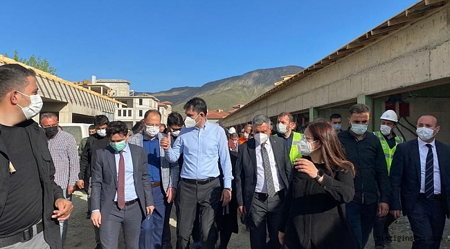 Bakan Kurum, depremin merkez üssü Sivrice'de inceleme yaptı