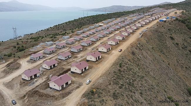 Elazığ'ın 300 köyünde, çelik konutlar yükseliyor